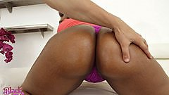 Li Golden shows off her huge booty on Black Gfs.